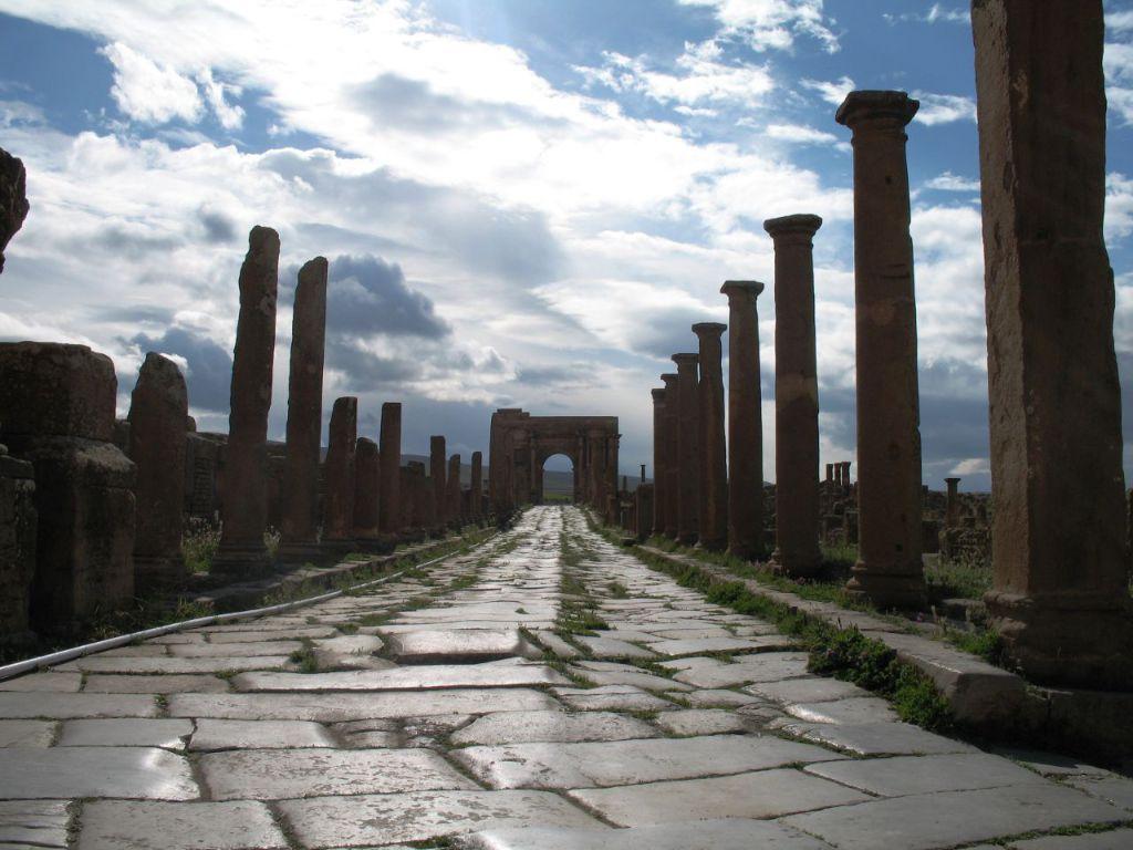 Римская дорога на территории современного Алжира. Являлась частью пути, протяженностью 3400 км вдоль Африканского побережья от современного Алжира к берегам Нила
