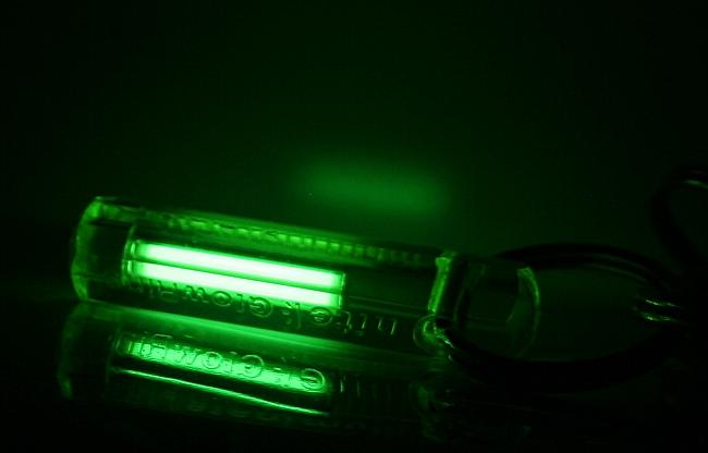 Тритиевый брелок    https://commons.wikimedia.org/wiki/File:Glowring2.jpg