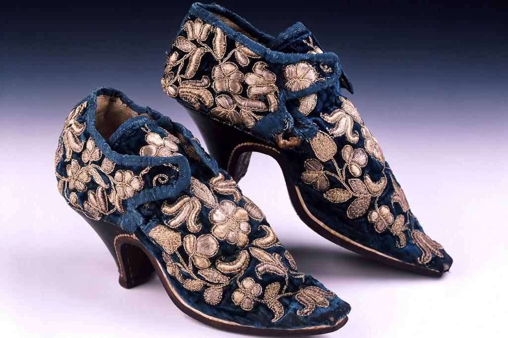 Парадные персидские ботинки с каблуком, X век н.э.