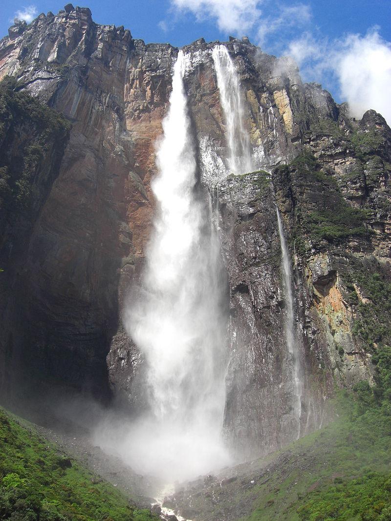 800px-Salto_del_Angel-Canaima-Venezuela08