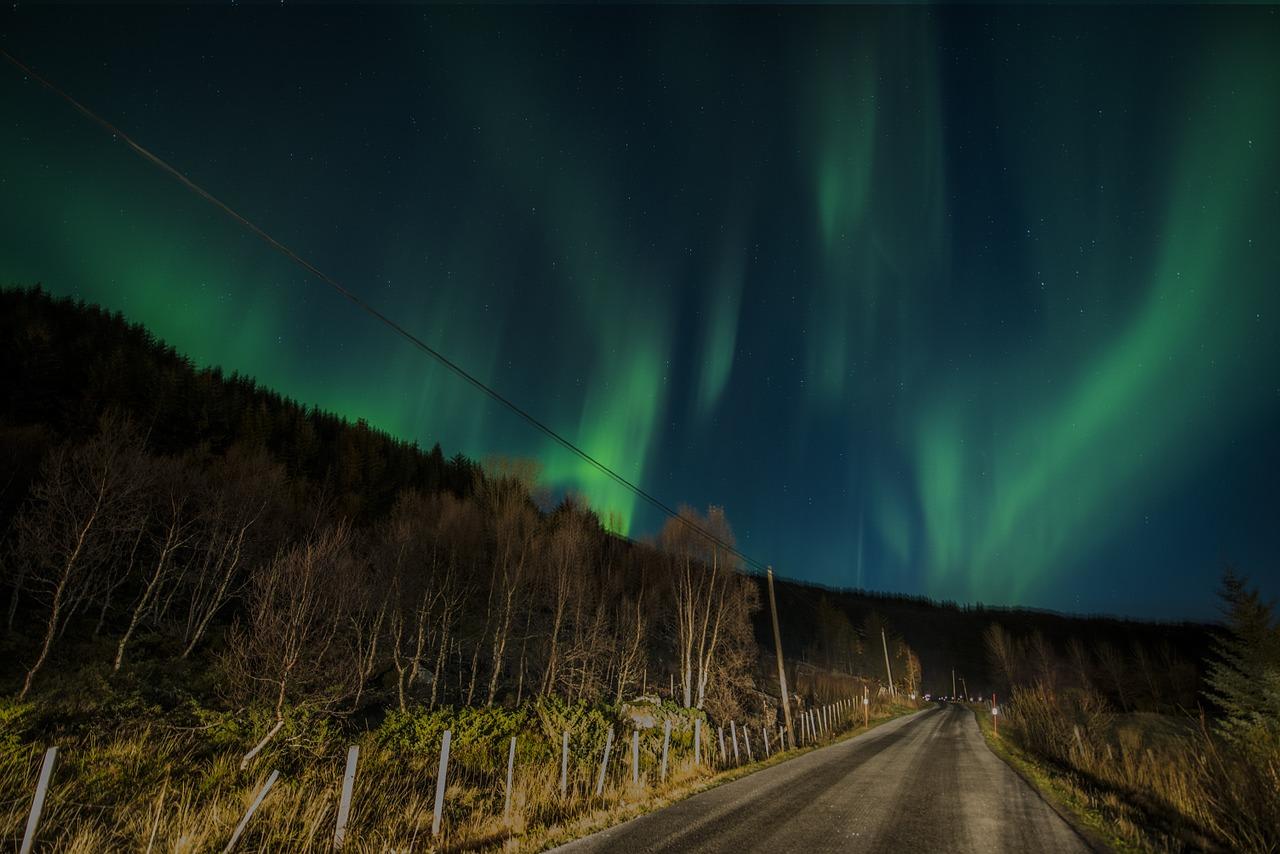 aurora-borealis-1018658_1280