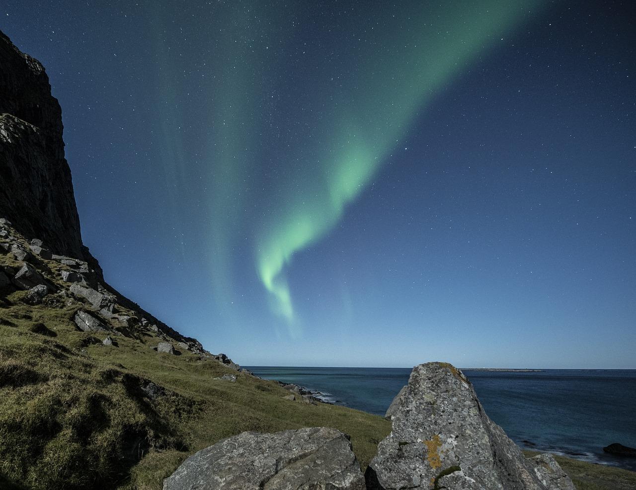 aurora-borealis-1032518_1280