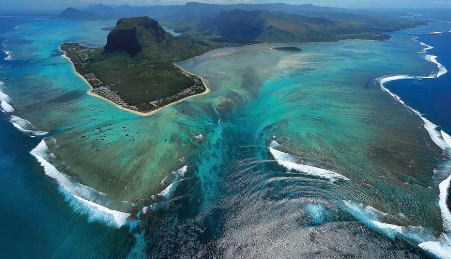 underwater-waterfall-illusion-at-mauritius-island--27128