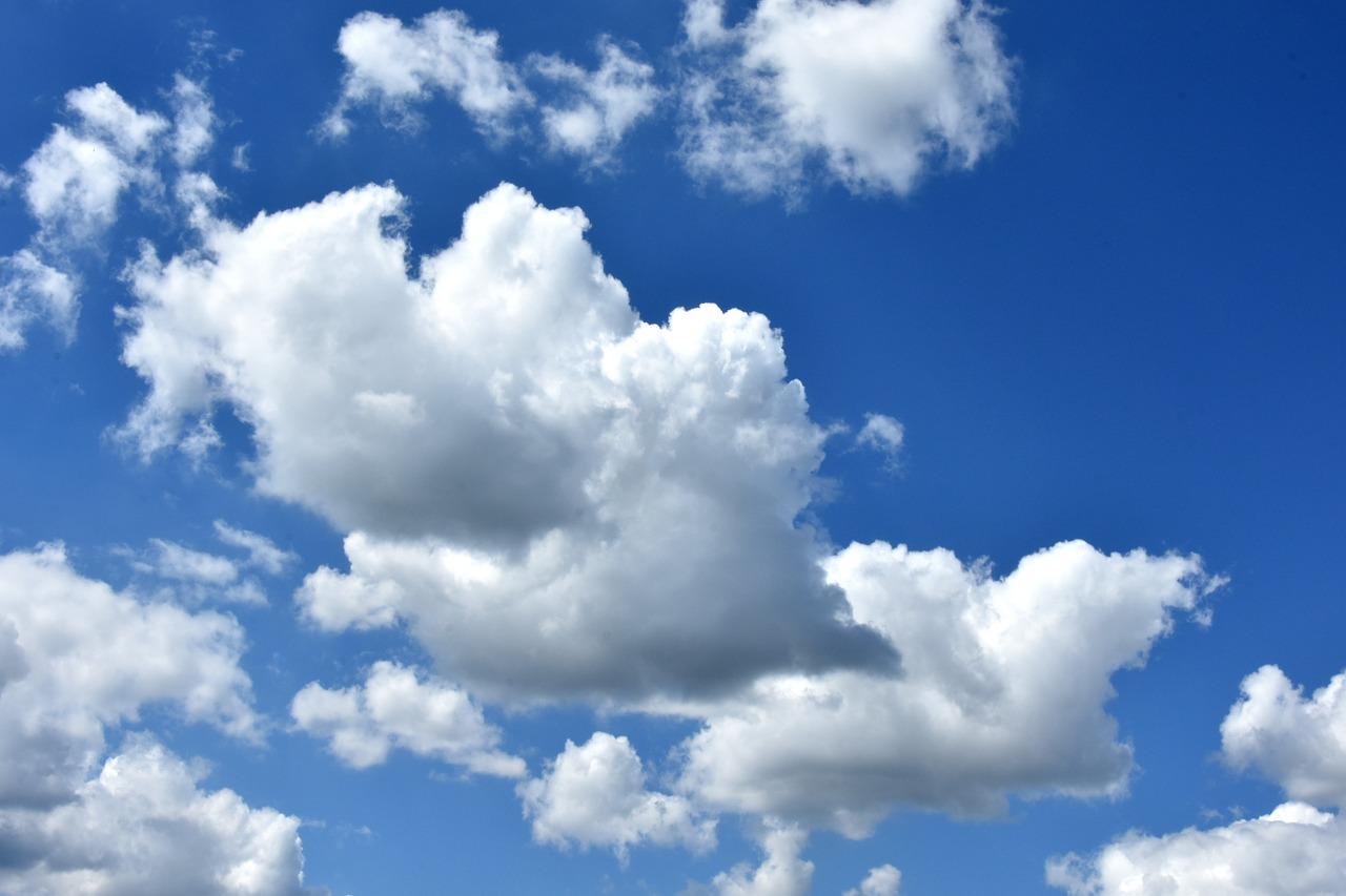 Типичное кучевое облако – хорошо развитое по вертикали с темно-серым плоским основанием