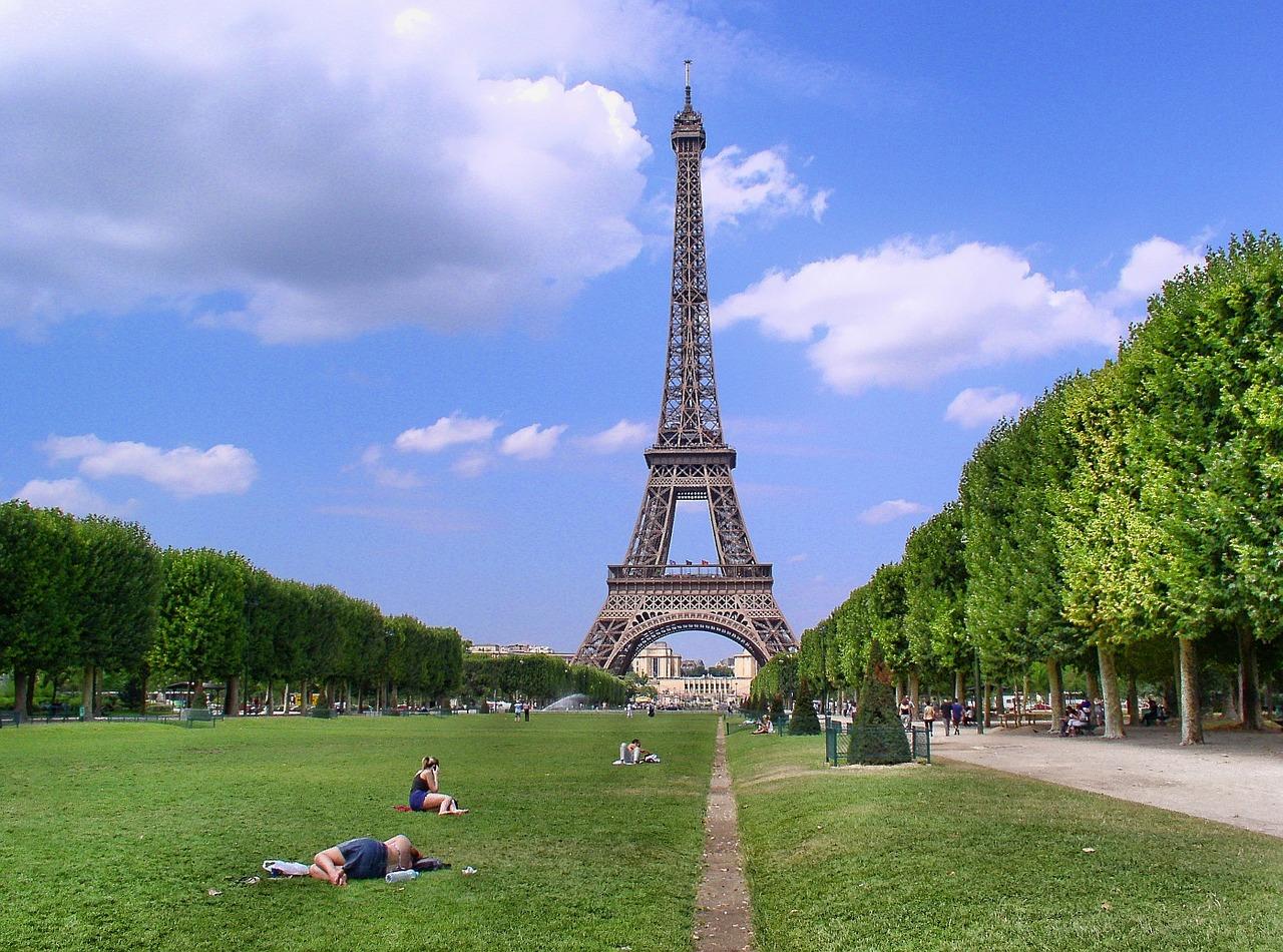 paris-988112_1280