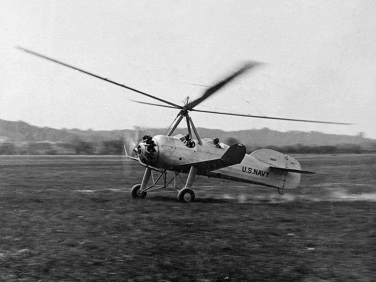 Pitcairn_XOP-1_autogyro_taking_off_in_June_1931