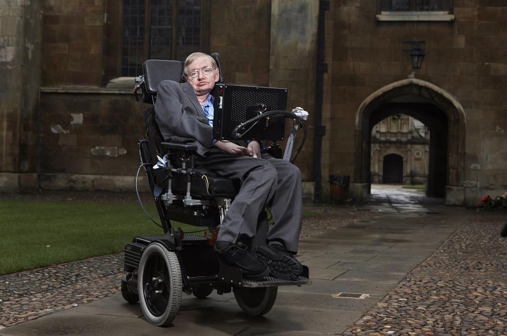 Стивен Хокинг - один из самых известных физиков-теоретиков современности