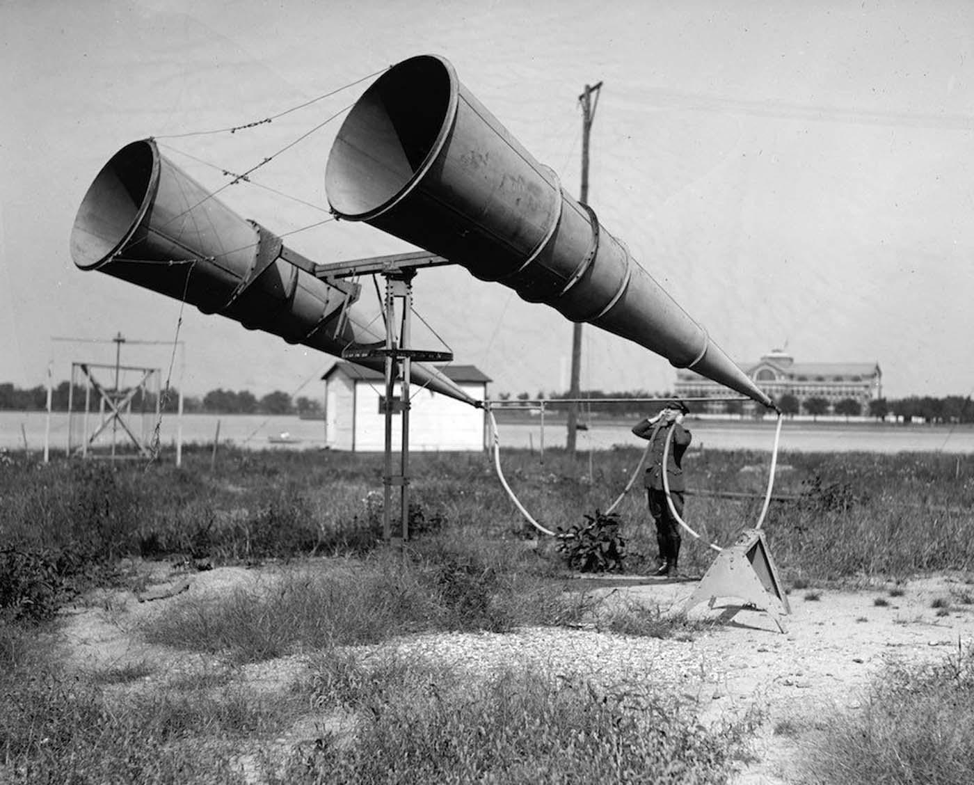 Акустическая система из двух труб на тестовых испытаниях в США, 1921 год