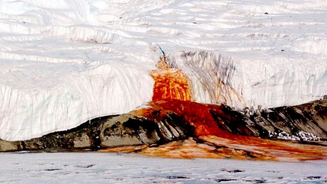 Кровавый водопад в Антарктиде - Mydiscoveries.ru